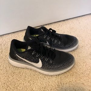 Women's Nike Free RN Shoe (size 9)
